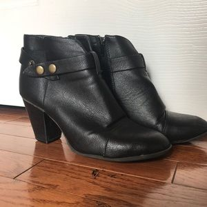 American Eagle black ankle boots with buckle